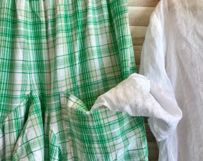 Happy green plaid lagenlook pants in small