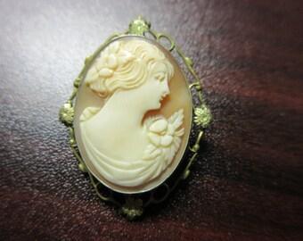 Vintage Shell Cameo Pin Brooch/Pendant
