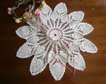 "Large Round Hand Crocheted Vintage Doily, White Cotton Table Topper, Pineapple Design, 17"" Centerpiece"