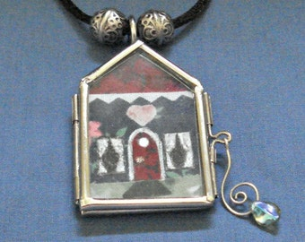 Fabric Applique House in Hinged Glass and Metal Locket