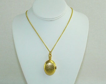 Vintage Women's Gold Tone Victorian Style Oval Quartz Pocket Watch Locket Long Necklace