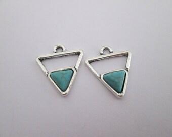 2 breloque triangle et cabochon turquoise 18 x 16 mm en métal argenté