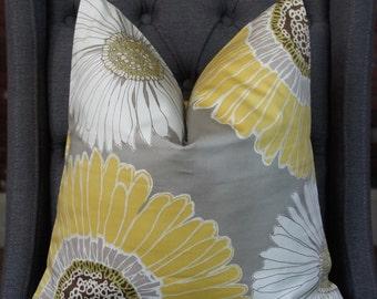 Yellow Daisy Pillow Cover, Designer Pillow, Decorative Pillow, Throw Pillow, White Daisy, Chrysanthemum Pillow, Home Furnishing, Home Decor