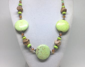 Gorgeous Estate Green Glass Stone Beaded Necklace
