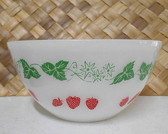 Vintage Agee Crown Pyrex Bowl  ~ Retro 60's  ~  Strawberries