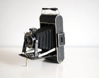 Kodak Junior 620, 1930s Folding Camera, Six 20 Camera, Vintage Black Bellows Camera, German Photo Equipment, Man Cave Decor, Leather Case