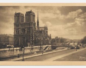 Notre Dame de Paris Photo Postcard, 1945