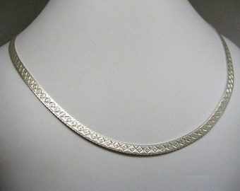 Vintage Bold Textured Slinky Sterling Silver Necklace Chain..... Lot 5710