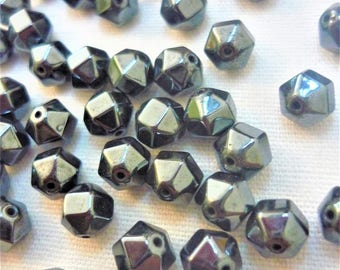 Set of 6 black hematite 6mm faceted beads