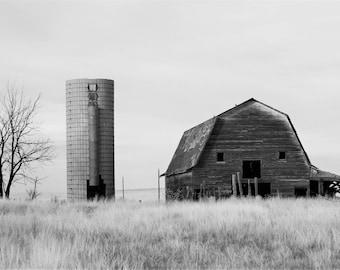 Barn an Silo,,Colorado,ranching,agriculture,building,black an white photo,