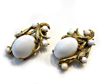Vintage Schiaparelli White Gold Clip Earrings Gold Tone White Glass Beaded Cabochon Earrings Collectible Signed Vintage Jewelry