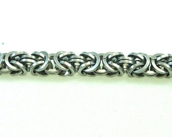 Chainmaille Jewellery, Square wire rings, Silver Anodized Aluminum Byzantine Chainmail Bracelet