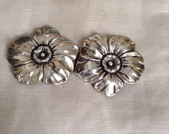 "1950's ""flower"" belt buckle."