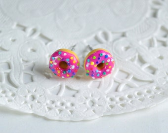 Donuts in polymer clay, raspberry and multicolored candy, donuts, donuts, candy and Homer Simpson, dowels raspberry Stud Earrings