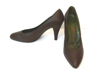 1980s  Brown Shoes Classic Pumps High Heel Shoes Brown Designer Shoes Vintage 80s Brown Leather Shoes Size 8.5 B Shoes Charles Jourdan Pumps