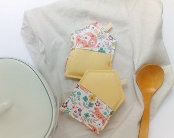 Pot holders, kitchen pot holders, kitchen pot holders, yellow pot holders, cloth pot holders, new home gift, modern kitchen decoration, mother gift