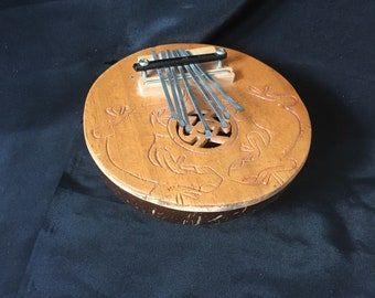 Vintage Kalimba Thumb Piano Made in Indonesia Decorated with 2 Gecko Lizards, Vintage Kalimba Coconut Shell Instrument