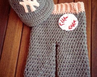 Newborn NY Yankees  baby girl cap and pants set gray and pink