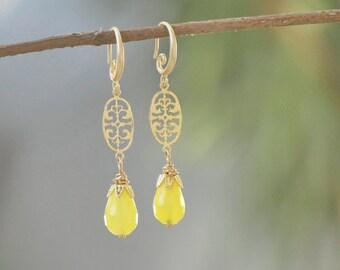 Yellow Jade Earrings - Vintage filigree and Jade stone