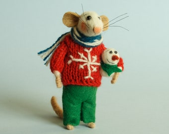 Needle felted mouse with snowman. Tiny snowman. Felted snowman. Christmas mouse. Gift. Christmas ornament. Dollhouse mouse. Felting dreams