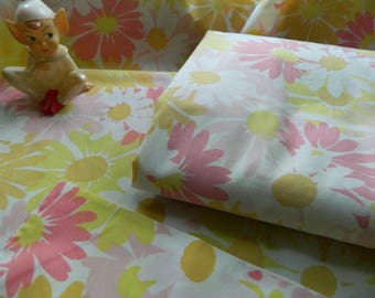 Pequot percale twin flat sheet and pillowcase / pink yellow orange white daisy / flower power retro / combed cotton and polyester