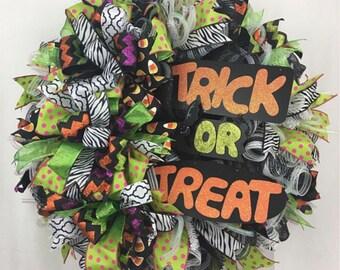 Halloween Wreath for Front Door, Trick or Treat Halloween Wreath, Fall Wreath, Best Halloween Decor, Witchy Wreath
