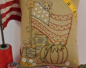 Yankee Doodle Mouse embroidery Pattern PDF - primitive stitchery mice