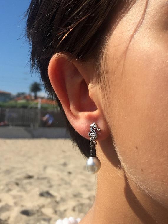 Indonesia pearls, sterling silver hippocampi, Women dangling feminine earrings, sea jewel white cultured pearls