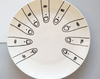Ceramic plate with fingers