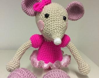 Ballerina mouse hand crochet