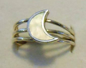 Size 7 Mother of Pearl Moon Sterling Silver Ring New Vintage Wholesale Goddess