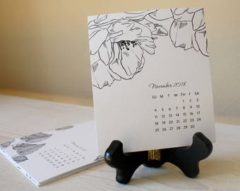 SALE: 2018 Desk Calendar with Wooden Easel Stand – Black and White Florals