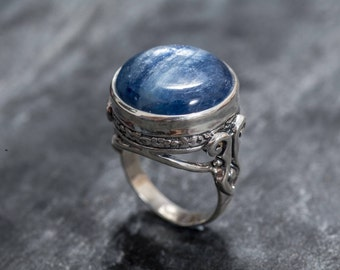 Kyanite Ring, Blue Kyanite, Natural Kyanite, Blue Kyanite Ring, Large Stone Ring, African Kyanite, Vintage Ring, Solid Silver Ring, Kyanite