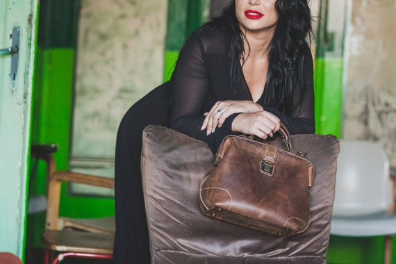 Everyday Bag, Woman Doctor Bag, Leather Bags, Top Handle bag, Leather Doctor bag, Leather Messenger Bag, Metal frame Bag, Mary Poppins Bag