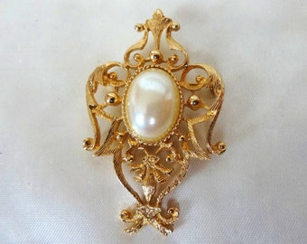 Vintage Florentine Style Brooch or Pin.  Gold Tone with an Oval Central Faux Pearl. Very Good Detail. A Collectible Pin from the 1970s
