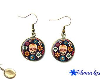 Skulls, skull, vintage bronze colored glass 3162 cabochons earrings