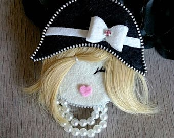 Brooch elegant lady with a black hat