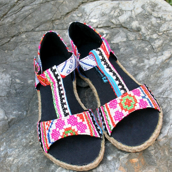 Vegan Strap Hmong Womens In Pink Batik And Lindsay Embroidery Ethnic Sandals T Z0WxnnAS