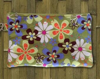 Clutch, Wristlet, Clutch Purse, Evening Bag, Bridesmaid Clutch, Zippered Bag in Mod Green Flowers - Made in Maui