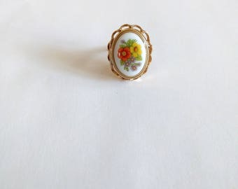 Vintage 70s Avon Locket Ring Victorian Cameo 1975 French Flowers Perfum Glace floral orange yellow purple gold tone Lolita steampunk jewelry