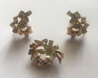 Vintage Hollycraft 1951 Gold Tone flower rhinestone brooch and earrings set