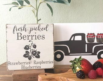 Fresh berries wood sign - Berry picking wood sign - Farmhouse Style wood sign - Spring Sign