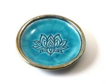 Lotus bietet handgemachte Keramik Schale