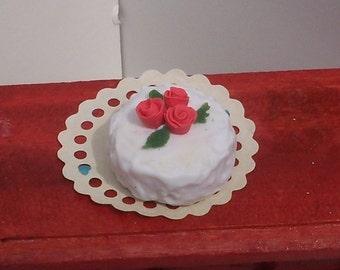 Romantic Roses Layer Cake Dollhouse Miniature