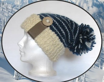 Tuque of wool blue and cream, lined, handmade with reclaimed materials