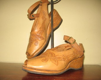 1950's Honey Brown Tooled Leather Open Toe Wedgies with Ankle Strap!