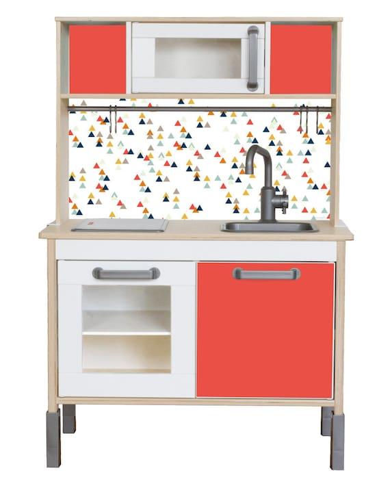 Ikea Kinderküche verschönern: Mit der Möbelfolie TRIANGLIG