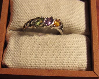 Ladies ring spectacular  stones marked 925 sz 6 1/2  (box not included)