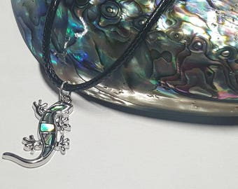 Gecko Necklace, Gecko Pendant, Lizard Necklace, Animal Necklace, Reptile Necklace, Gecko Gift, Gecko Jewelry,Lizard Jewelry,Abalone Necklace