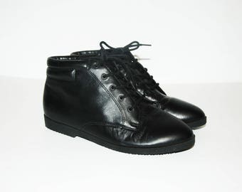 Size US 6 / Black Leather Ankle Boots, Lace Ups, Granny Shoes